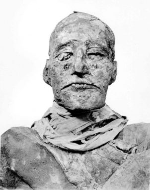 Bild der Mumie von Pharao Ramses III. ((c) 2012 British Medical Journal Publishing Group / EURAC)