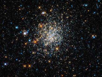 Der offene Sternhaufen NGC 411 in der Kleinen Magellanschen Wolke, aufgenommen vom Weltraumteleskop Hubble. (ESA / Hubble & NASA)
