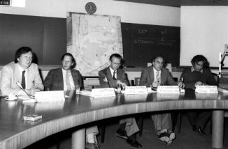 Am 25. Januar 1983 gab CERN die Entdeckung des W-Bosons bekannt. Von links nach rechts: Carlo Rubbia, Simon van der Meer, Herwig Schopper, Erwin Gabathuler, Pierre Darriulat. (CERN)