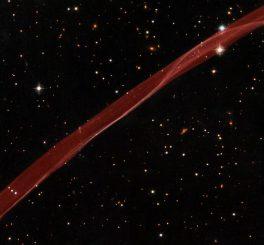 Ein schmaler Ausschnitt aus dem Randbereich des Supernova-Überrests SN 1006, aufgenommen vom Weltraumteleskop Hubble. (NASA, ESA, and the Hubble Heritage Team (STScI / AURA) Acknowledgment: W. Blair (Johns Hopkins University))