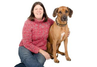 Dr. Juliane Kaminski und ihr Hund Ambula. (University of Portsmouth)