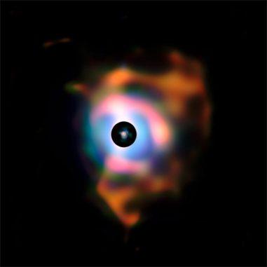 Die nahe Umgebung des Sterns Beteigeuze, aufgenommen von der Infrarotkamera des Very Large Telescope. (ESO / P. Kervella)