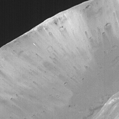 "Detailausschnitt vom Krater ""Stickney"" (Courtesy of NASA / JPL / MSSS)"