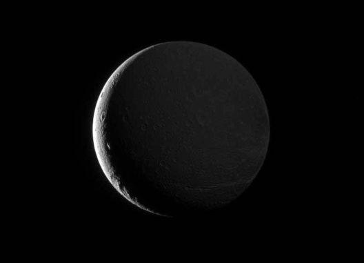 Dione, aufgenommen von der Raumsonde Cassini. (NASA / JPL-Caltech / Space Science Institute)