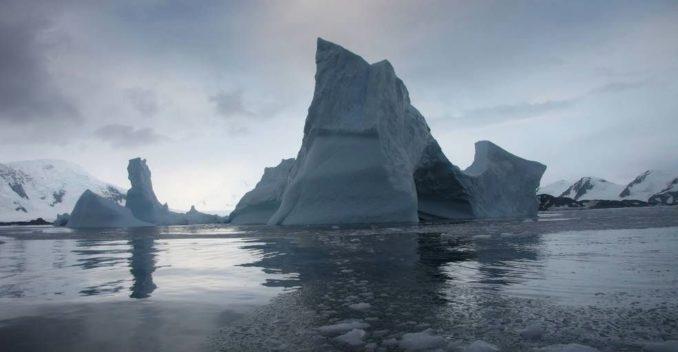 Eisberge im Larsen-B-Eisschelf auf Antarktika. (Ted Scambos / National Snow and Ice Data Center)