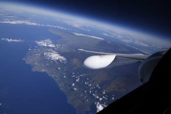 Die Insel Hawaii aus dem Fenster des NASA-Flugzeugs ER-2. (Credits: NASA)