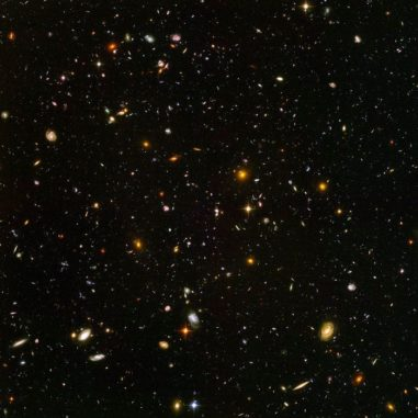 Das Hubble Ultra Deep Field zeigt tausende weit entfernte Galaxien. (NASA, ESA, and S. Beckwith (STScI) and the HUDF Team)