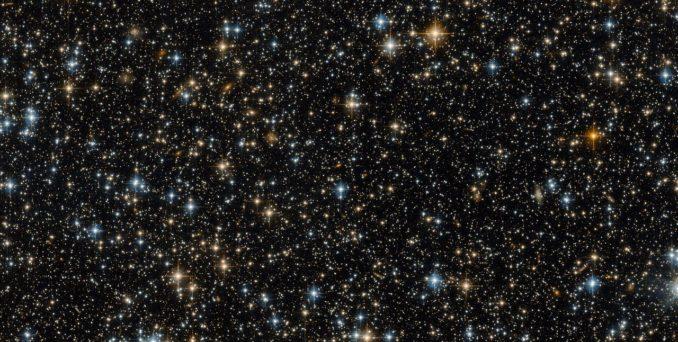 Ein Sternfeld im Sternbild Tukan, aufgenommen vom Weltraumteleskop Hubble. (ESA / Hubble & NASA)