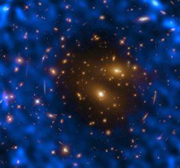 Der Galaxienhaufen RX J1347.5-1145, basierend auf Hubble- und ALMA-Daten. (Credit: ESA / Hubble & NASA, T. Kitayama (Toho University, Japan) / ESA / Hubble & NASA)