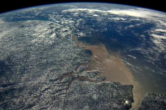 Dieses Bild zeigt das Mündungsgebiet des Amazonas. (Credit: ESA)