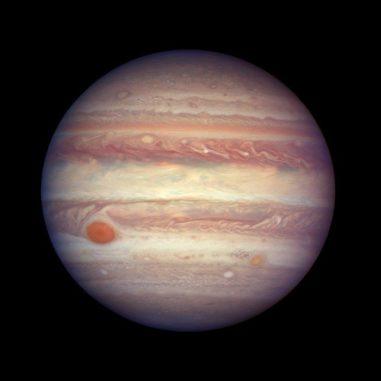 Hubble-Aufnahme des Gasriesen Jupiter. Unter anderem sind der Große Rote Fleck (links) und ein kleinerer roter Fleck namens Red Spot Jr. (rechts) zu erkennen. (Credit: NASA, ESA, and A. Simon (GSFC))