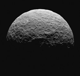 Der Zwergplanet Ceres. (Credits: NASA / JPL-Caltech / UCLA / MPS / DLR / IDA, taken by Dawn Framing Camera)