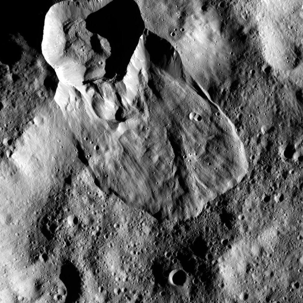 Erdrutsch des Typs I auf Ceres. (Credits: NASA/JPL-Caltech/UCLA/MPS/DLR/IDA, taken by Dawn Framing Camera)