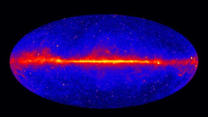 Der Himmel im Gammastrahlenspektrum bei Energien größer als 1GeV. Das Bild basiert auf Daten des Weltraumteleskops Fermi. (Credit: NASA / DOE / Fermi LAT Collaboration)