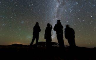 Mitglieder des New Horizons Teams warten in Südafrika auf den Beginn der Bedeckung vom 3. Juni 2017. (Credits: NASA / JHUAPL / SwRI / Henry Throop)