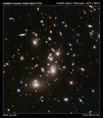 Hubble-Aufnahme des Galaxienhaufens Abell 2744. (Credits: NASA / ESA / Hubble)