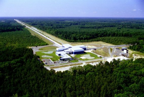 Der LIGO-Gravitationswellendetektor in Livingston (Louisiana). (Credit: LIGO Collaboration)