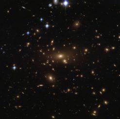 Abell 665, aufgenommen vom Weltraumteleskop Hubble. (Credits: ESA / Hubble & NASA)