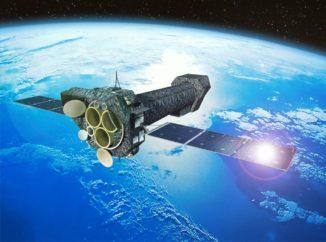 Künstlerische Darstellung des Weltraumteleskops XMM-Newton im Erdorbit. (Credits: ESA)
