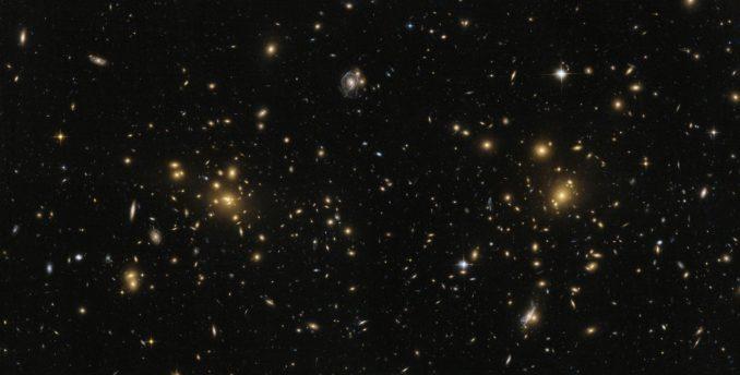 Der Subcluster A1758N des Galaxienhaufens Abell 1758, aufgenommen vom Weltraumteleskop Hubble. (Credits: ESA / Hubble, NASA)