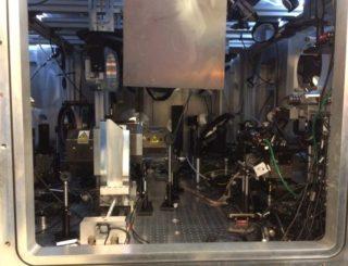 Die Kollisionskammer mit der Optik zur Fokussierung der Laserstrahlen. (Credits: Imperial College London)