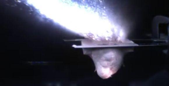 Experiment mit einer Projektilkanone zur Simulation eines Asteroideneinschlags. (Credits: Schultz Lab / Brown University)