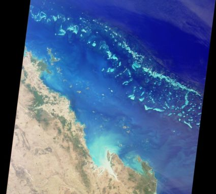 Satellitenaufnahme des Great Barrier Reef. (Credits: NASA / GSFC / LaRC / JPL, MISR Team)