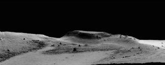Ein isolierter Hügel in der Gesteinsformation Medusae Fossae auf dem Mars. Aufgrund seiner Stromlinienform ist der Effekt der Winderosion hier deutlich sichtbar. (Credit: High Resolution Stereo Camera / European Space Agency)