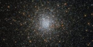 Der Kugelsternhaufen NGC 6139, aufgenommen vom Weltraumteleskop Hubble. (Credits: ESA / Hubble & NASA)