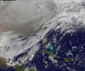 Der Nordpolarwirbel dehnte sich am 6. Januar 2014 über den Vereinigten Staaten nach Süden aus und brachte vielen US-Bundesstaaten kalte Temperaturen. (Credits: NOAA / NASA GOES Project)
