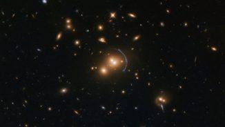 Hubble-Aufnahme des Galaxienhaufens SDSS J1152+3313. (Credits: ESA / Hubble & NASA; Acknowledgement: Judy Schmidt (Geckzilla))