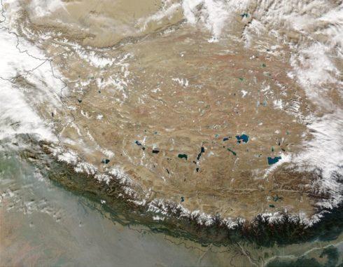 Satellitenbild des Hochlands von Tibet. (Credits: Jeff Schmaltz, MODIS Rapid Response Team, NASA / GSFC)
