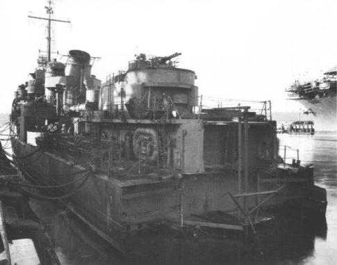 Die stark beschädigte USS Abner Read 1943 im Hafen von Puget Sound. (Credit: US Navy)