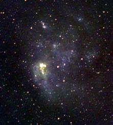 Kompositbild der Großen Magellanschen Wolke aus Beobachtungen von Radiofrequenzen bei 123MHz, 181MHz und 227MHz. Bei diesen Frequenzen sind die Emissionen der kosmischen Strahlen und des heißen Gases in den Sternentstehungsregionen und Supernova-Überresten sichtbar. (Credits: ICRAR)