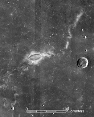 Die Formation Reiner Gamma, einer der bekanntesten lunaren Swirls. (Credits: NASA / LRO / WAC science team)