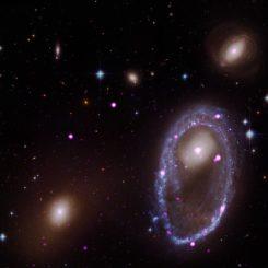 Die Ringgalaxie AM 0644, basierend auf Daten der Weltraumteleskope Chandra und Hubble. (Credits: X-ray: NASA / CXC / INAF / A. Wolter et al; Optical: NASA / STScI)