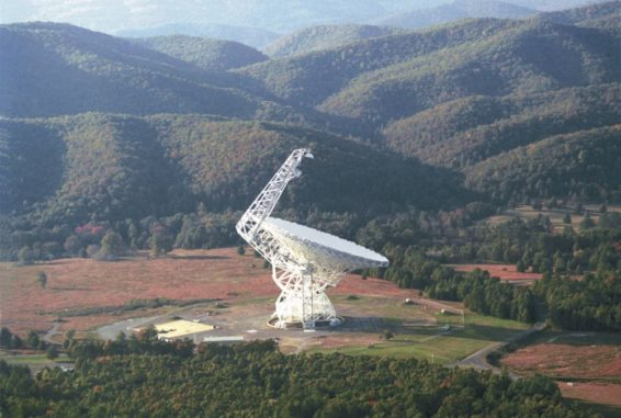 Das Green Bank Telescope in West Virginia. (Credits: Image courtesy of NRAO / AUI)