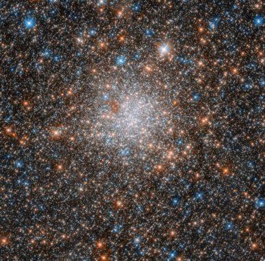 Hubble-Aufnahme des Kugelsternhaufens NGC 1898. (Credits: ESA / Hubble & NASA)