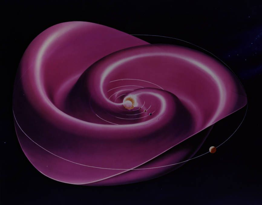 Diese Illustration zeigt die heliosphärische Stromschicht, die sich von der Sonne nach außen spiralt. Dort ändert das Magnetfeld seine Polarität. (Credits: NASA's Goddard Space Flight Center)