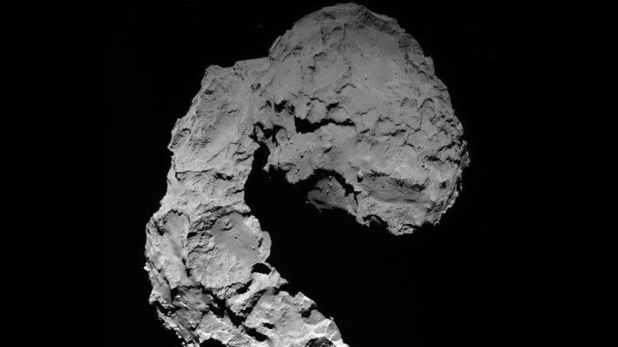 Ein Bild des Kometen 67P/Tschurjumow-Gerassimenko, aufgenommen von der Weitwinkelkamera OSIRIS an Bord der Raumsonde Rosetta aus einer Entfernung von etwa 23 Kilometern. (Credits: ESA / Rosetta / MPS for OSIRIS Team MPS / UPD / LAM / IAA / SSO / INTA / UPM / DASP / IDA)