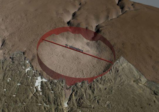 Topologische Karte des Gesteins unter dem Eisschild und der eisfreien Landschaft in der Umgebung des Hiawatha-Kraters. Die Struktur hat einen Durchmesser von 31 Kilometern und ist von einem auffälligen Wall umgeben. (Credit: Natural History Museum of Denmark, Cryospheric Sciences Lab, NASA Goddard Space Flight Center, Greenbelt, MD, USA)