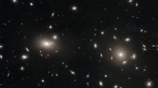 Mosaik-Bild von einem Teil des riesigen Coma-Galaxienhaufens, aufgenommen vom Weltraumteleskop Hubble. (Credits: NASA, ESA, J. Mack (STScI) and J. Madrid (Australian Telescope National Facility))