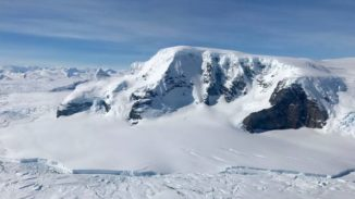 Eislandschaft in Antarktika. (Credits: Joe MacGregor / NASA)