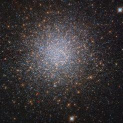 Hubble-Aufnahme des Kugelsternhaufens NGC 2419. (Credits: ESA / Hubble & NASA, S. Larsen et al.)