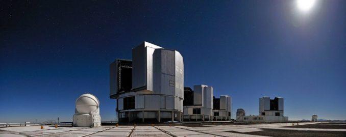 Die vier Einzelteleskope des Very Large Telescope. (Credit: G.Hüdepohl (atacamaphoto.com) / ESO)