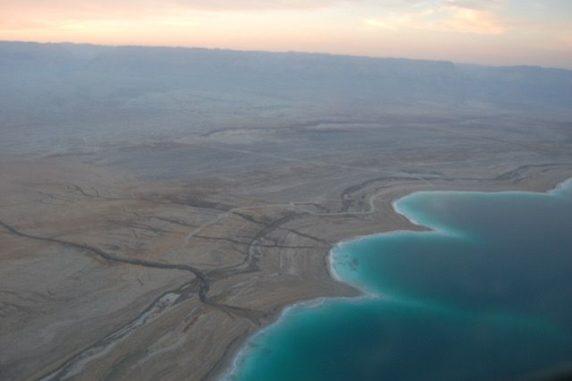 Luftbild der Westküste des Toten Meeres. (Credit: Photography courtesy of the International Continental scientific Drilling Program)