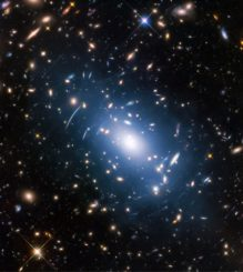 Hubble-Aufnahme des Galaxienhaufens Abell S1063. (Credits: NASA, ESA, and M. Montes (University of New South Wales, Sydney, Australia))