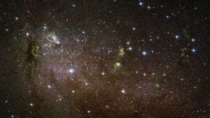 Hubble-Aufnahme der irregulären Galaxie IC 10. (Credit: NASA, ESA and F. Bauer)