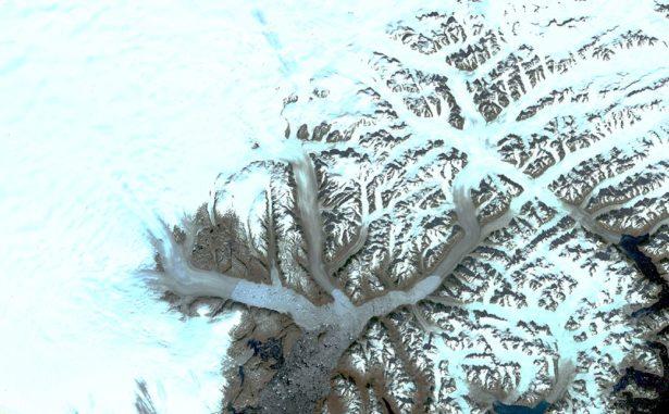 Gletscher im Südosten Grönlands, aufgenommen von Landsat 1 im September 1972. (Credits: NASA / Christopher Shuman)