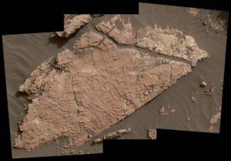 Risse im Fels Old Soaker könnten durch die Austrocknung einer Schlammschicht vor mehr als drei Milliarden Jahren entstanden sein. (Credits: NASA / JPL-Caltech / MSSS)